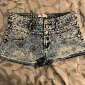 NWOT Light high waisted Jean shorts.